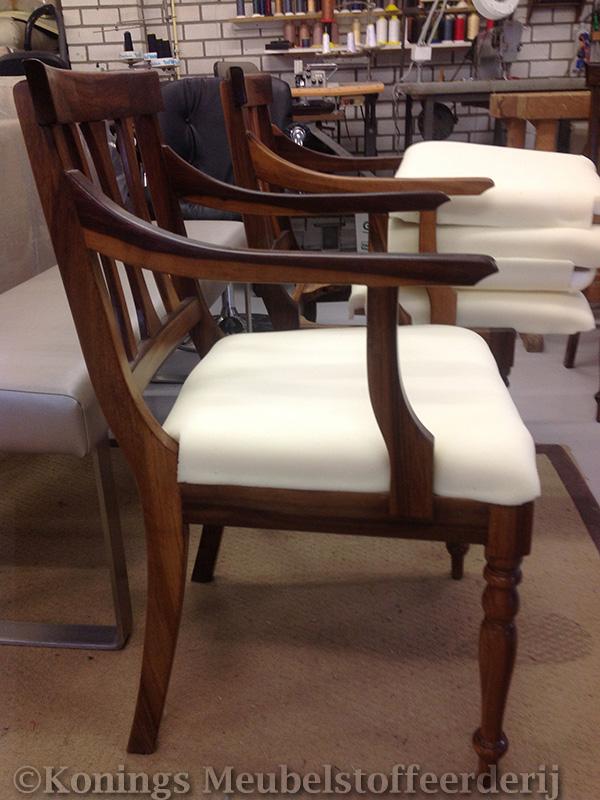 Klassieke stoelen eetkamer cool klassieke eethoek met for Klassieke eetkamerstoelen